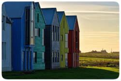 Bunte Häuser in einer Reihe