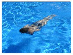 schwimmen frau pool wa 250