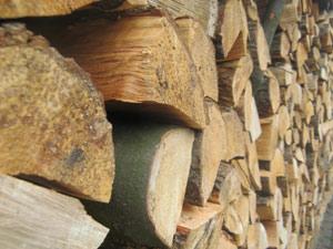 Holzscheitlager