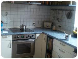 Eine Küche in L-Form benötigt Schränke ums Eck.