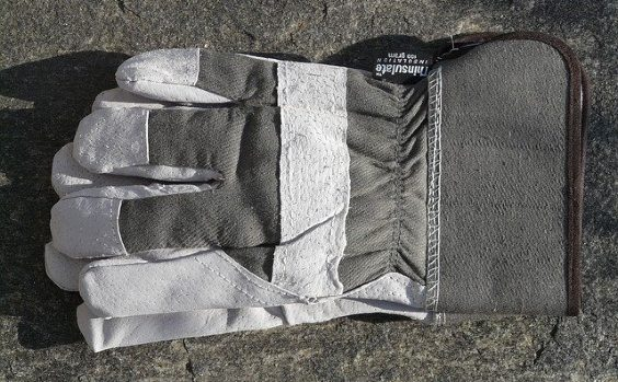 arbeitshandschuhe grau pflaster