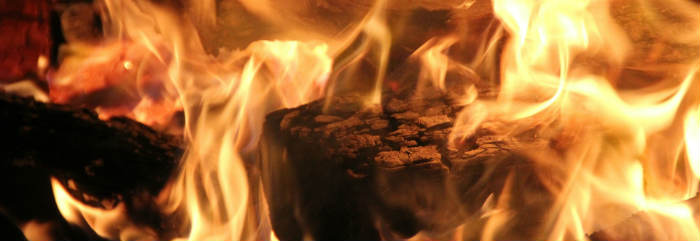 Brennholz-Feuer
