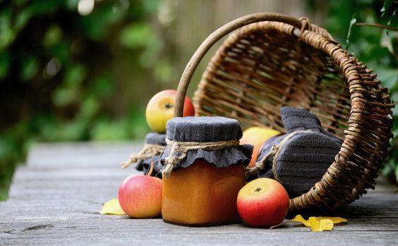 herbst marmelade korb aepfel