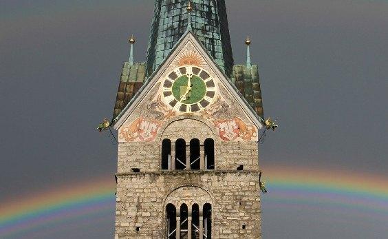 kirchturm uhr regenbogen 564