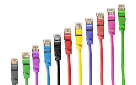 netzwerk kabel bunt ansteigend