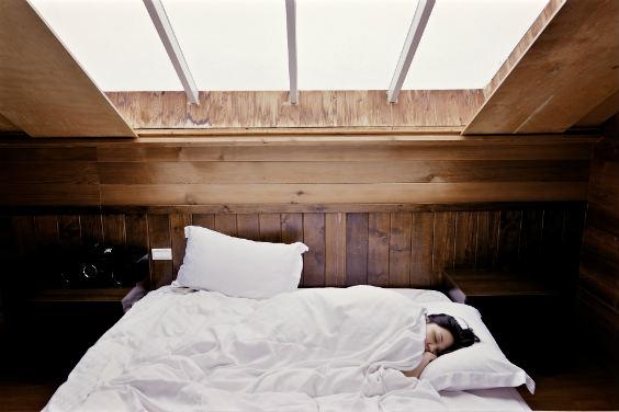 schlafzimmer holz dach 564