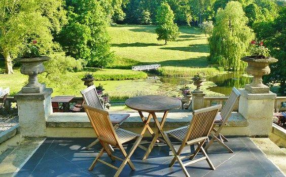 terrasse park gruenanlage weit