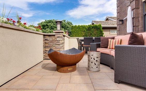 terrasse steinplatten schale sofa