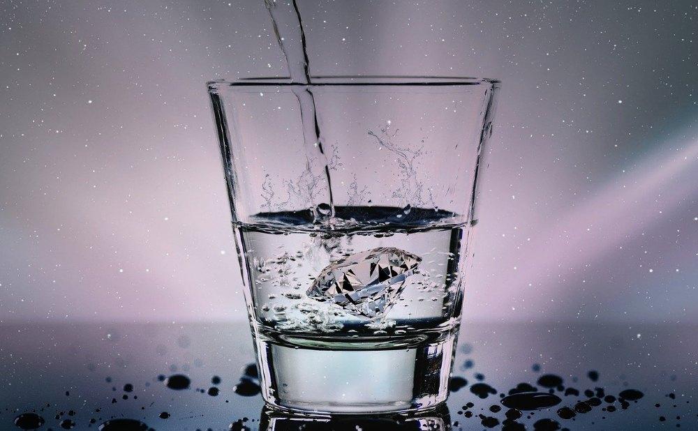 wasserglas wasserstrahl diamant