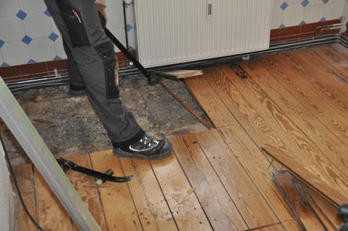 Holzfußboden Erneuern ~ Wie sie einen dielenboden ausbessern bzw. austauschen